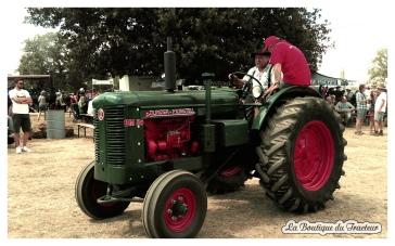 Les exposants fiers de sortir leurs tracteurs comme ce magnifique Bolinder Munktell !