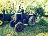 Plusieurs tracteurs Société Française Vierzon étaient exposés. Certains dans leur jus et d'autres parfaitement rénovés, mais tous avec un joli brin de muguet !