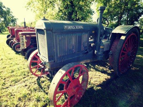 Un magnifique Mc Cormick Deering 15-30 était exposé ! Un travail de restauration titanesque a été réalisé sur ce tracteur, il parait neuf !
