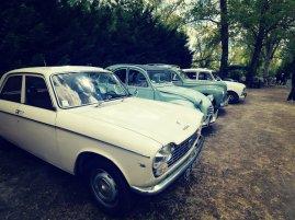 Quelques vieilles (et magnifiques) voitures étaient exposées dont une 204, une 2CV, une 203 et une 4L. Petite préférence pour la 2CV avec sa belle couleur bleue turquoise par ici !