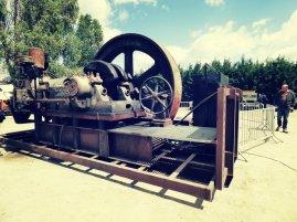 Un imposant moteur fixe monocylindre était exposé au coeur de l'exposition... et encore en parfait état de fonctionnement !