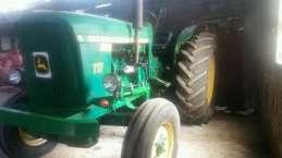 se-vende-tractor-john-deere-717-208779234_1